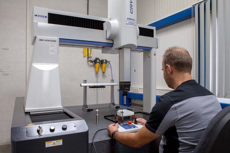 Neue Koordinatenmessmaschine in der Mess- und Prüfabteilung