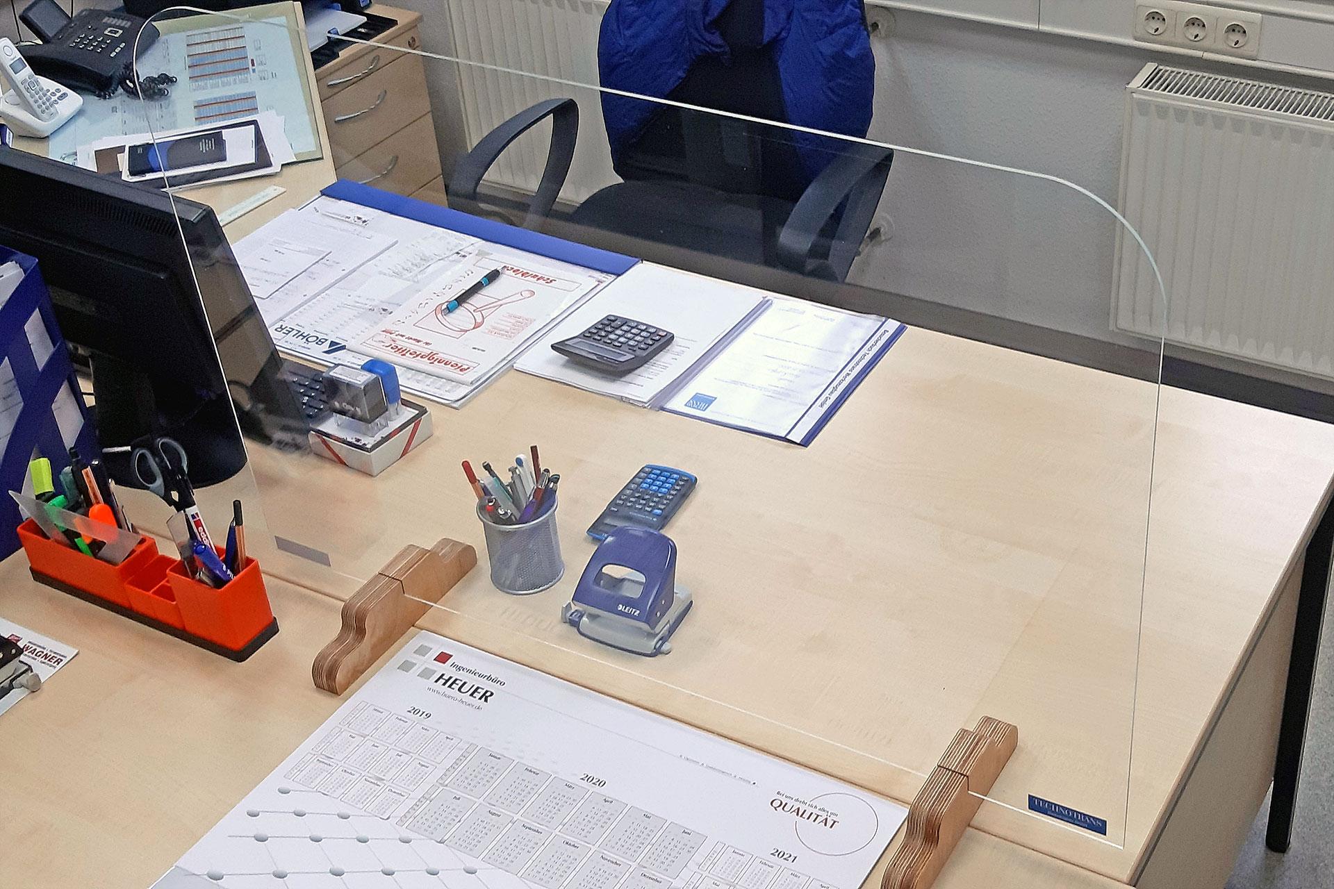 Corona-Schutzwand ohne Durchreiche, gefertigt von der Technotrans GmbH